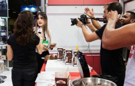 Entrevistada por Vivi Araújo, repórter do Canal Combate